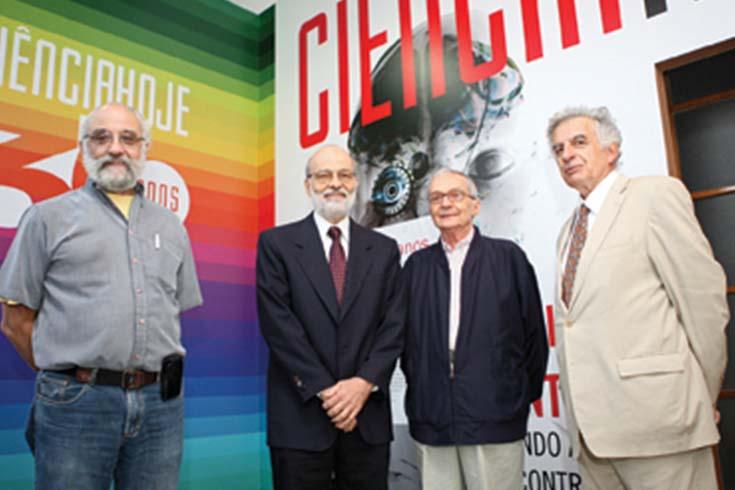 Cuatro de los fundadores de Ciência Hoje –Roberto Lent, Alberto Passos Guimarães, Darcy Fontoura de Almeira y Ennio Candotti– en la celebración de los treinta años.