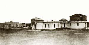 Primer edificio del Observatorio Nacional Argentino, ubicado en las afueras de la ciudad de Córdoba. Fotógrafo desconocido, 1871. Fue demolido en la década de 1920 para levantar en el mismo predio el observatorio actual.