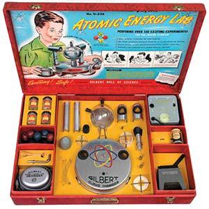 La era atómica se instaló como denominación histórico-cultural durante la década de 1940, de la misma manera como, en la de 1980, la revolución digital dio lugar a la era digital. Equipo recreativo-didáctico para niños, Estados Unidos, ca. 1950.