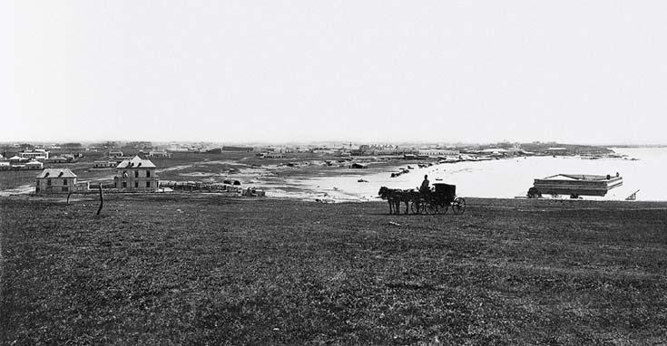 Vista de Mar del Plata. Foto de AW Boote & Cía, ca. 1890, biblioteca Manuel Gálvez, tomada desde la loma de Stella Maris mirando al noroeste.