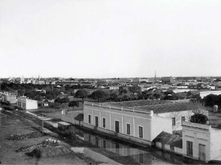 Vista de Santa Fe. Foto de Samuel Boote, 1885, álbum Ferrocarril de Santa Fe a las colonias del norte, Instituto Buschiazzo (FADU, UBA), tomada desde el techo de la desaparecida estación terminal de ese ferrocarril, conocida con el nombre de La francesa, dado que la empresa ferroviaria era de capitales de ese origen.