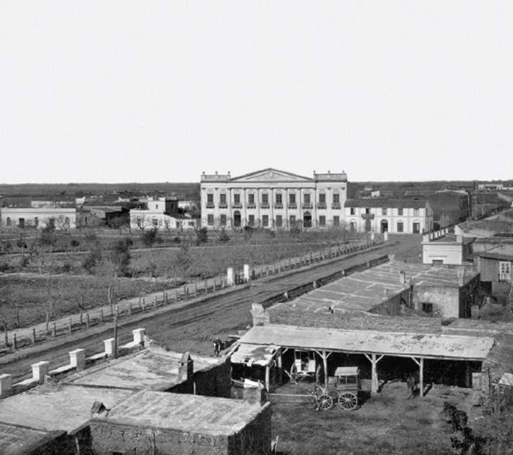Plaza y Palacio Municipal de Esperanza. Foto de Samuel Boote, 1885, álbum Ferrocarril de Santa Fe a las colonias del norte, Instituto Buschiazzo (FADU, UBA). El edificio municipal se inauguró en 1883.