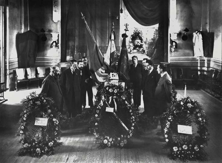 Velatorio simbólico de Edouard Amortou en la Union Française, Société de Secours Mutuels de Santa Fe, 1918. Archivo de la Compañía Francesa de Ferrocarriles de Santa Fe, gentileza Ediciones de la Antorcha.