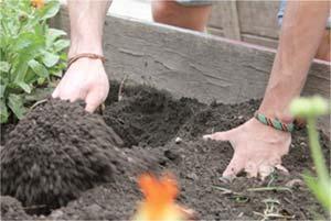 Meter las manos en la tierra. Archivo PEUHEC