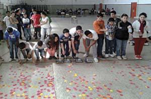 Los rectángulos preparados para las acciones de tratamiento y los estudiantes abocados a la tarea