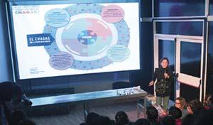 Mariana Sanmartino durante su charla sobre Chagas. Foto: CONICET Fotografía.