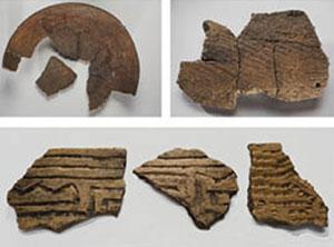Fragmentos de cerámica indígena encontrados en el sitio.