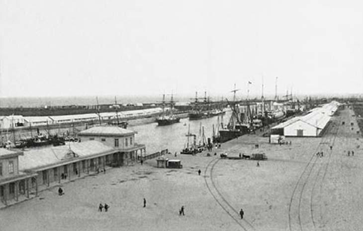 Puerto Madero. Foto de Samuel Rimathé, ca. 1890, Museo Mitre. Es el dique 1. Se puede deducir que había sido habilitado no mucho tiempo antes.