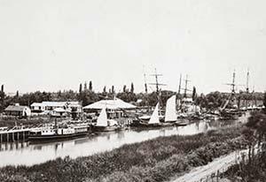 Puerto de Tigre. Foto de Esteban Gonnet 1866, The New York Public Library. Después del Riachuelo, el segundo amarradero protegido cercano a Buenos Aires estaba en Tigre. Con el tiempo ambos fueron vinculados por ferrocarril a la capital.