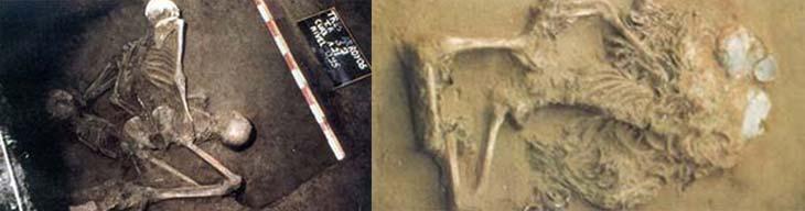 A la izquierda: primer entierro hallado en el sitio en 1979; está integrado por los esqueletos completes de tres individuos: un hombre, una, mujer y un niño de muy corta edad. A la derecha: rico y complejo ajuar funerario en el entierro N° 5. Se observan abundantes colmillos perforados en el cuello y las muñecas.