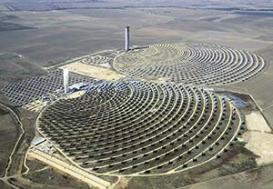 Figura 4. Centrales termoeléctricas PS10 (izquierda) y PS20. Wikimedia Commons