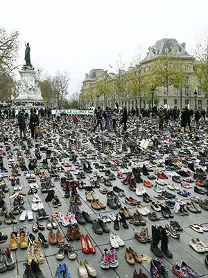 Manifestación ambientalista en la Place de la République, en París, en coincidencia con la reunión comentada en este artículo. Foto Vos Iz Neias