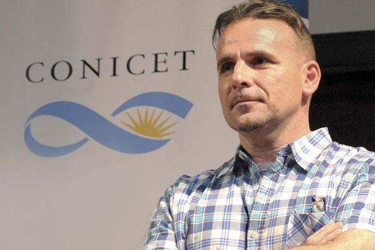 Diálogo con un investigador, Claudio Fernández