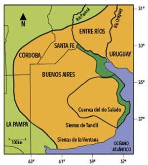 La ecorregión pampeana (ocre). Está rodeada por una sabana boscosa semiárida que llamamos ecorregión del espinal y que constituye principal el hábitat natural de las cotorras (verde claro), que también pueblan sectores boscosos en las zonas pampeanas de Entre Ríos, Uruguay y Brasil. Sobre la costa atlántica y del estuario del Plata de la provincia de Buenos Aires se extiende otro ecosistema en que ellas también habitan naturalmente: el bosque costero de talas (verde oscuro).