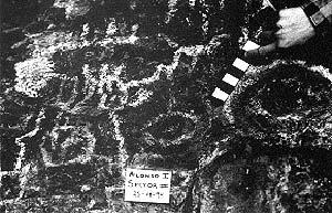 Motivos geométricos pintados, cueva Alonso I, Río Negro.
