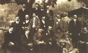 Fig 3. Encuentro entre las expediciones brasileña, inglesa y norteamericana, en Passa Quatro, en 1912. Están presentes Enrique Morize (A), Arthur Eddington (B), Charles Davidson (C), y el norteamericano H. Lee (D), entre otros.