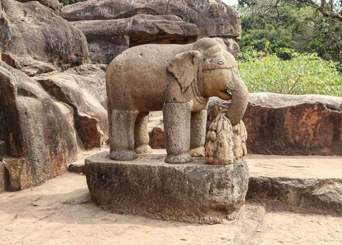 Los elefantes en el mundo simbólico de tres continentes