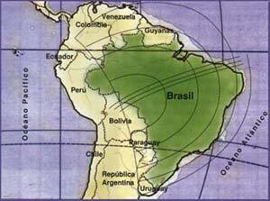 Fig 5. Trayectoria del eclipse de 1919 en el territorio brasileño, según el estudio elaborado por Henrique Morize. Las tres lineas paralelas que cruzan el país de izquierda a derecha indican el centro del trayecto y los límites del área donde el eclipse fue total. La observación se produjo en Sobral, Ceará (a la derecha, en  el final de la trayectoria)