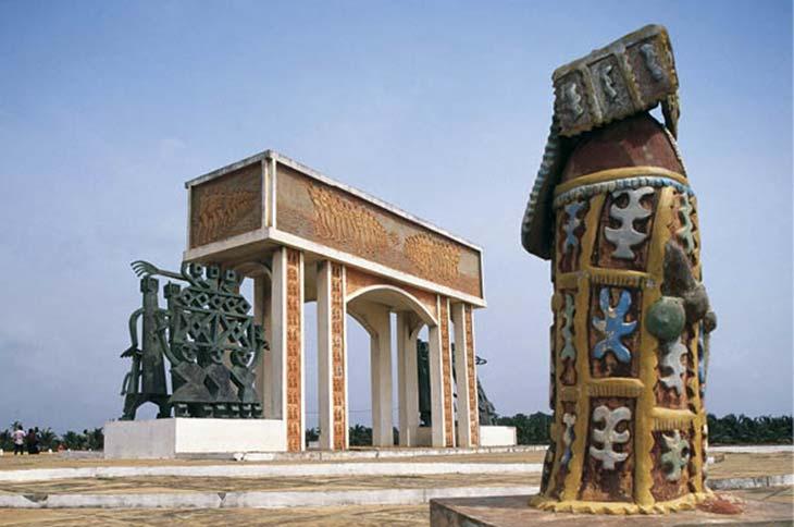 Monumento conmemorativo erigido en el punto de embarque de africanos esclavizados en Ouidah, Benin.