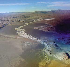 Fotografía aérea del río del Salar del Hombre Muerto, límite entre Salta y Catamarca.