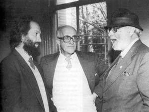 Gamboa Saraví (izq.), Bollini y Abdus Salam en la Universidad Nacional de la Plata en ocasión de conferirse a este último el título de Dr. Honoris Causa (1986).